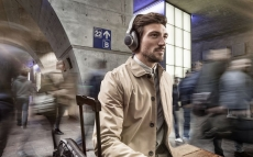 akg-n700nc-wireless-lifestyle-image-01.jpg