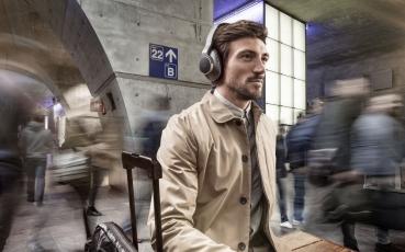 akg-n700nc-wireless-lifestyle-image-01.jpg